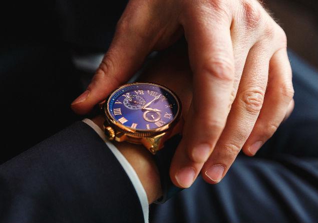 Los relojes de esfera grande cuentan con un amplio tablero que permite ver con mayor facilidad cada detalle.