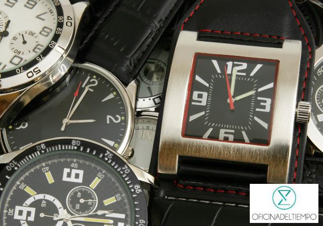 Relojes análogos de diferentes colores